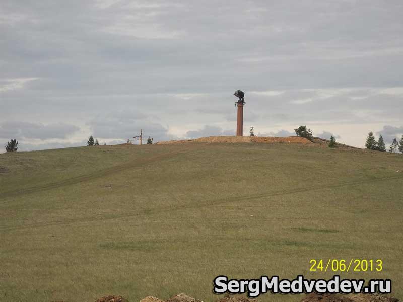 Памятник орлу-шаману возле Еланцов